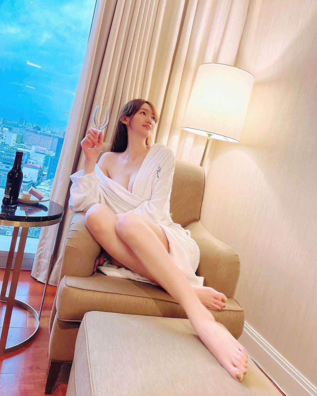 长腿连发173cm窈窕正妹Sansa珊莎美腿好逆天,好辣 网络美女 第3张