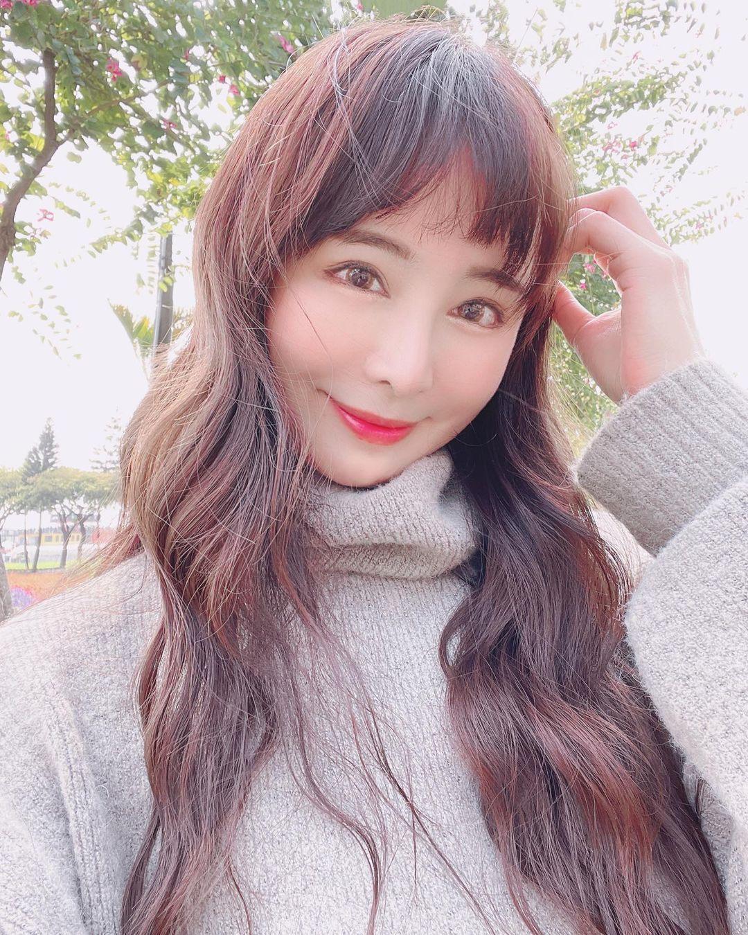 超活力正妹「OneOne李采依」穿上火辣啦啦队服应援-新图包