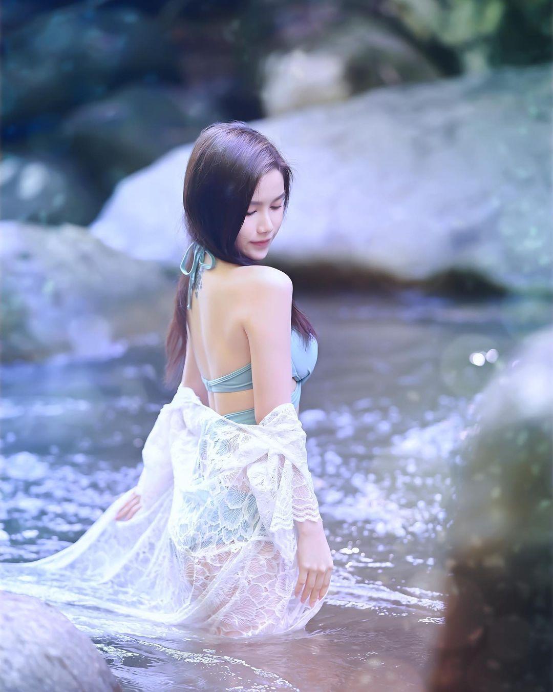 餐酒馆出没美腿正妹「湘茗DIORLYNA_Wong」,美胸细腰长腿的曲线很天然-新图包
