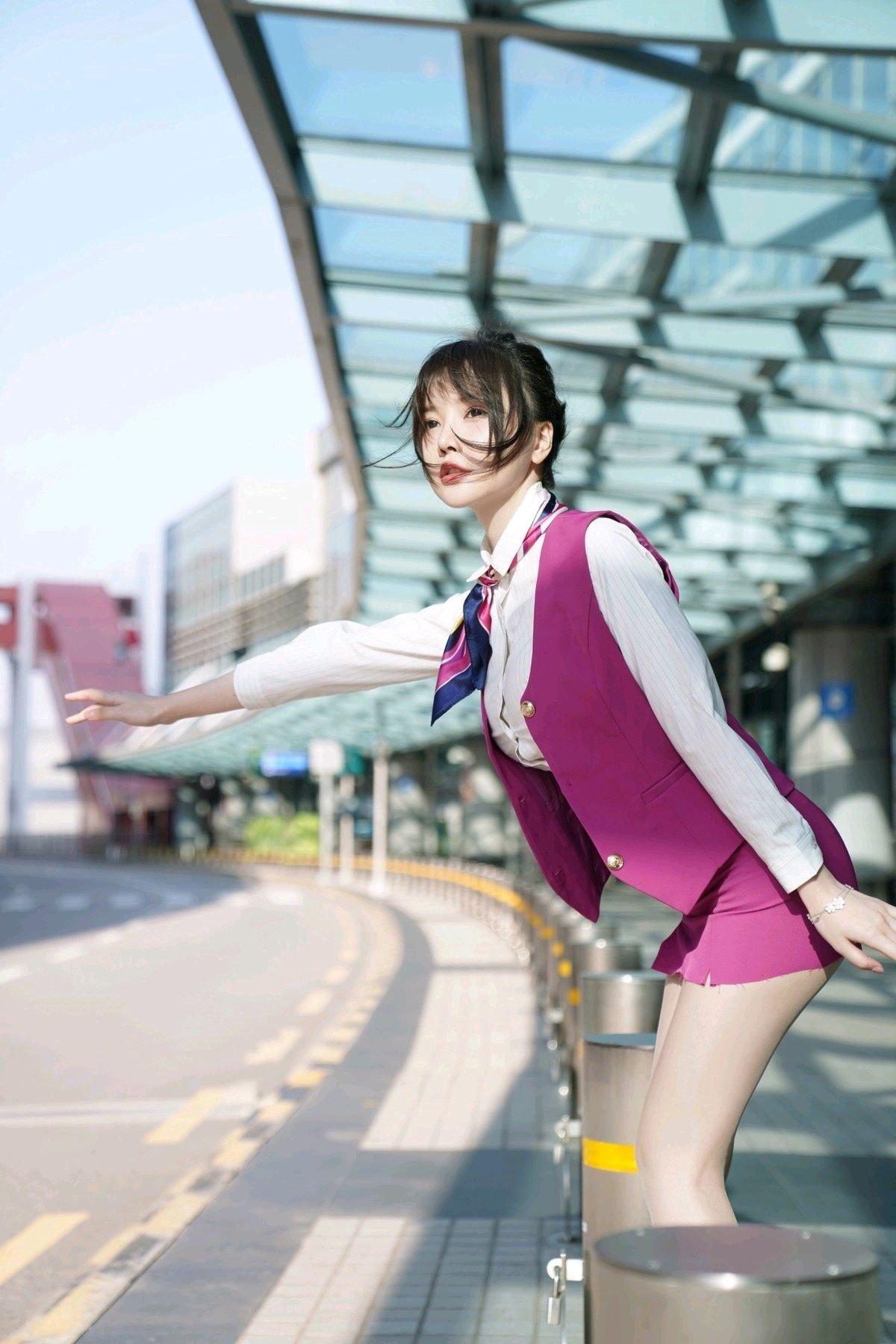 美腿空姐糯米团子(糯米团子)超短制服裙秀雪白美腿-新图包