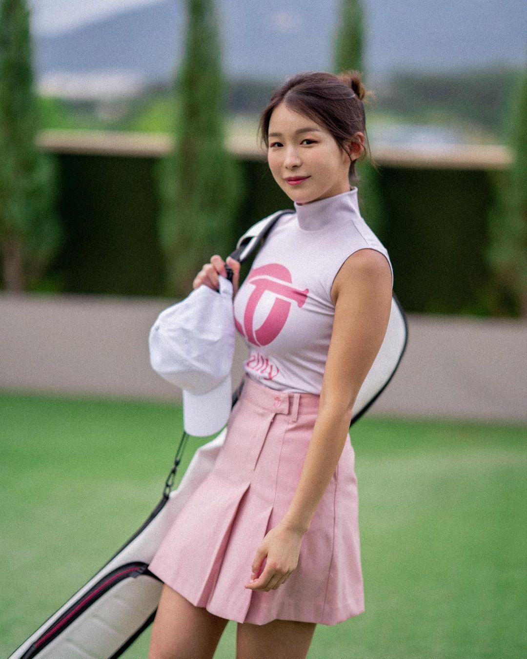 韩国高尔夫正妹Becky 狂吸 33 万粉丝好身材更让人心动 养眼图片 第5张