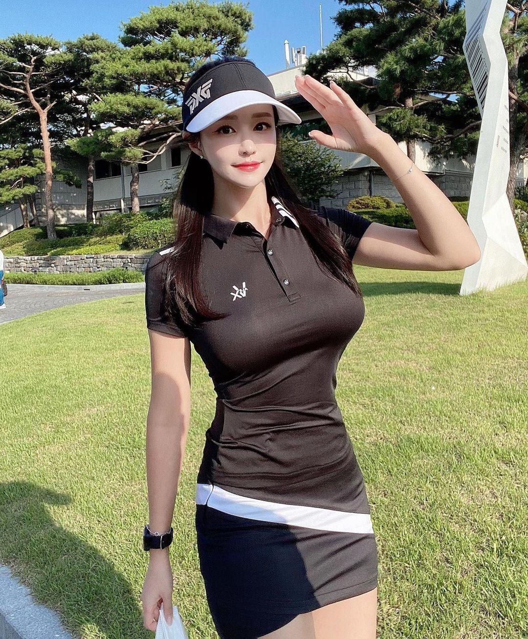 韩国美女主播「尹浩延」爱打高尔夫.球衣衬托超吸睛 养眼图片 第9张