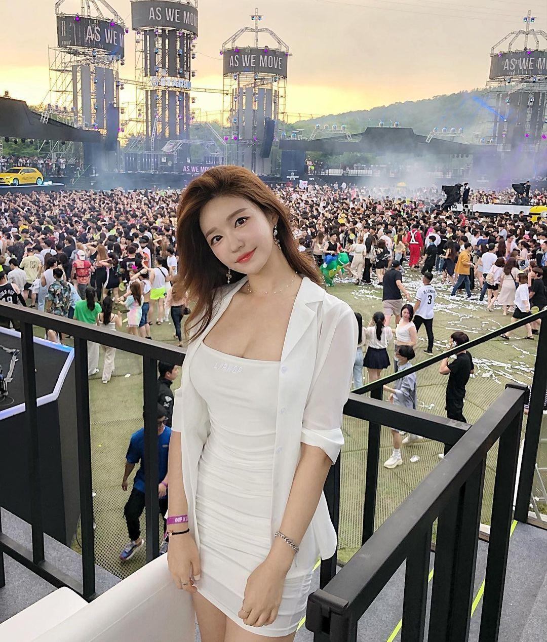 韩国美女主播「尹浩延」爱打高尔夫.球衣衬托超吸睛 养眼图片 第14张