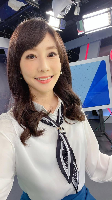 美女主播吴宇舒在家健身大晒马甲线辣照狂吸万人按赞 网络美女 第11张