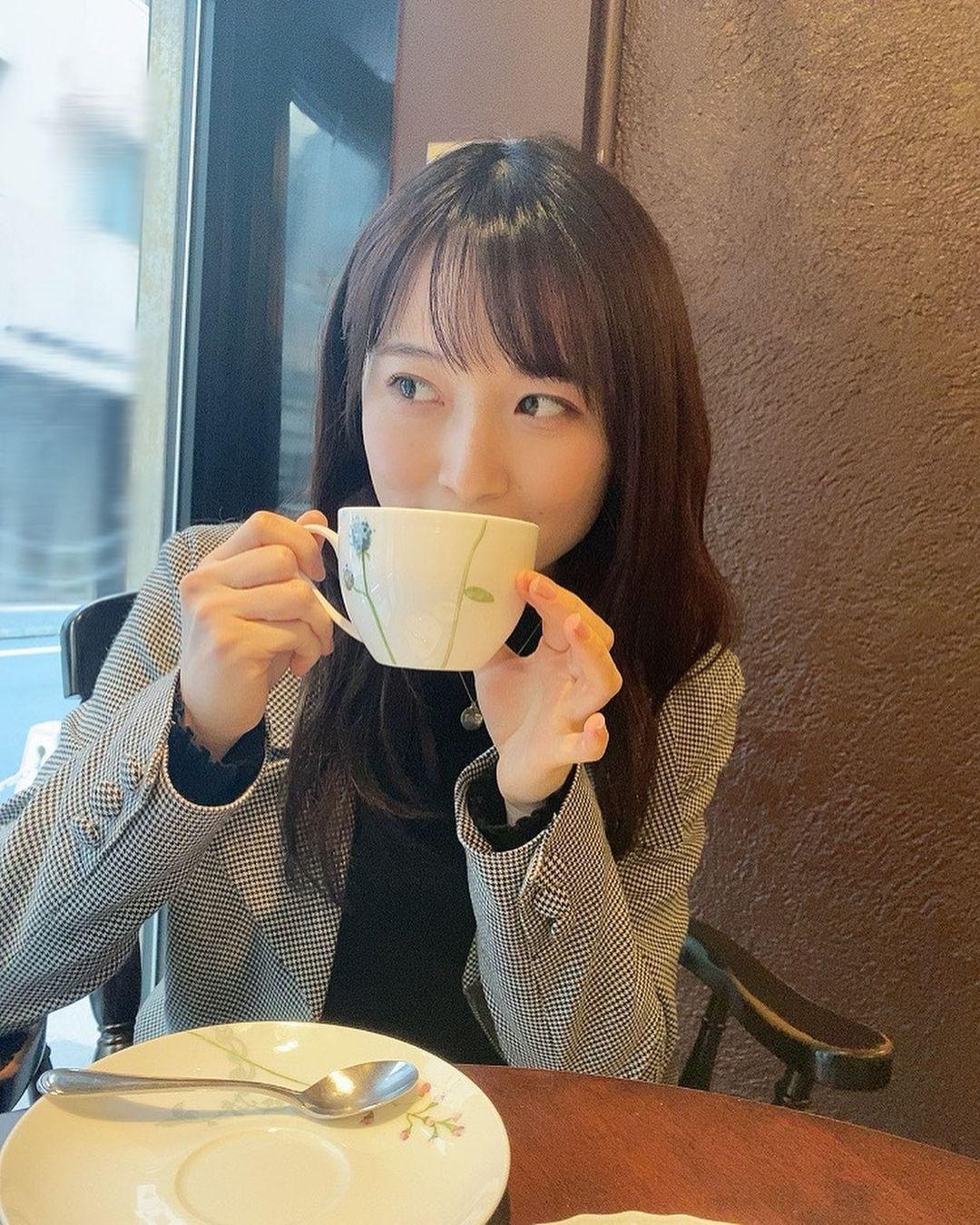 甜美小吃货森戸知沙希大口吃美食画面超疗愈疲惫心灵也跟着得到满足 养眼图片 第20张