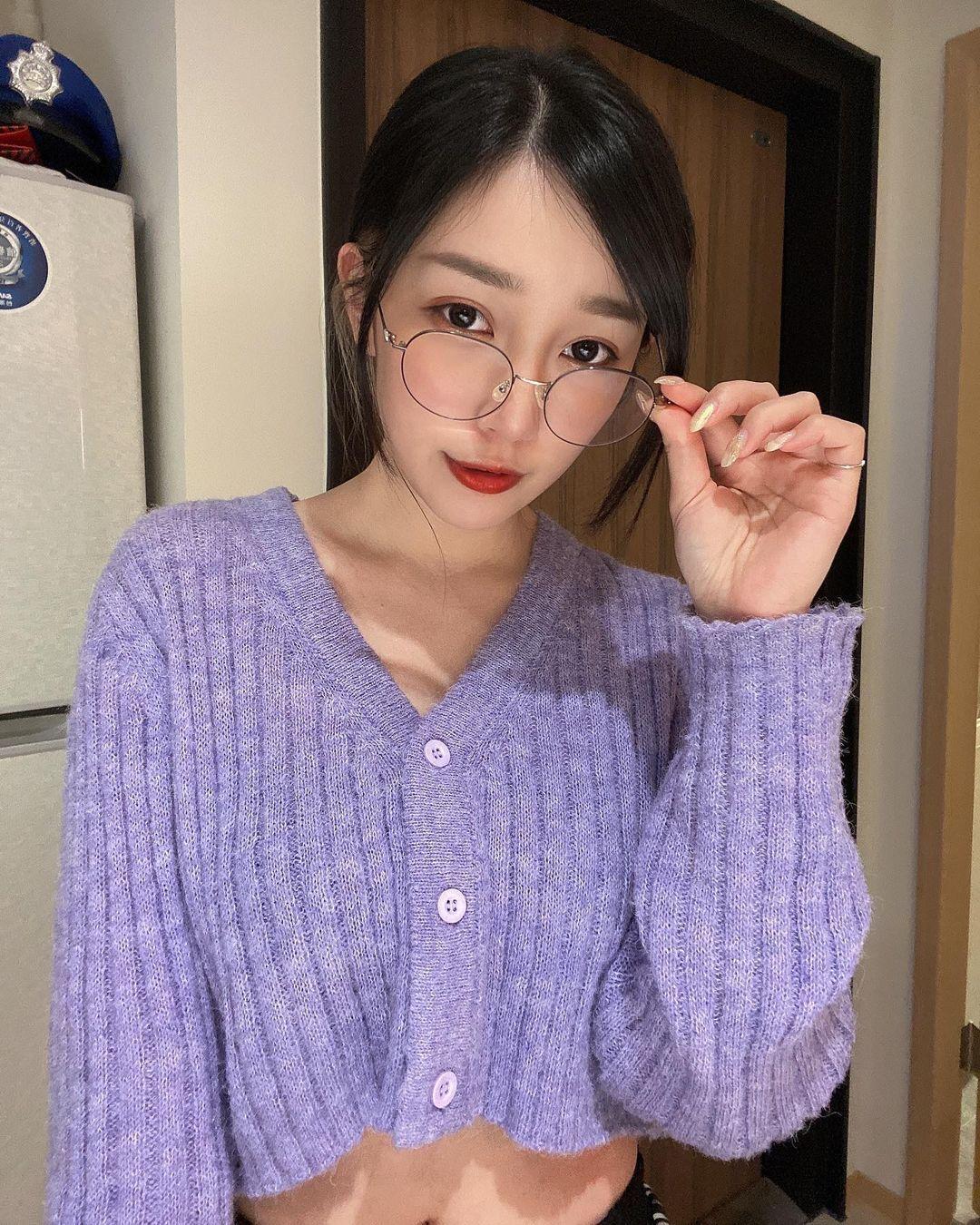暗黑系女孩刘萱魅惑的眼神像中毒一样一直想看下去-itotii