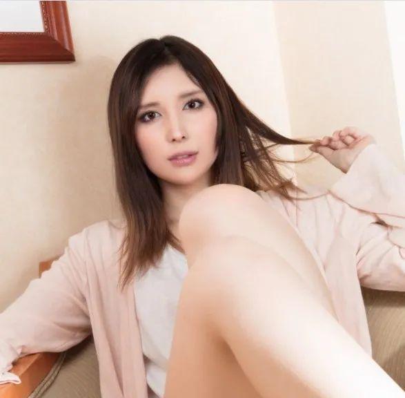 [IPX-477]仲村美宇(仲村みう)与年轻下属的出差的故事