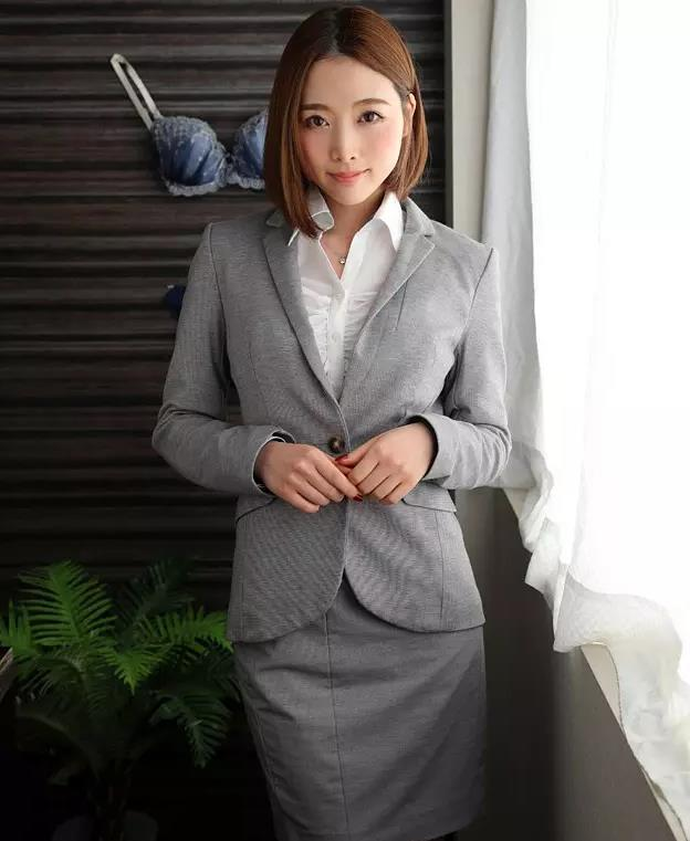 全职太太本田岬裙子被地铁夹住gif@RBD643