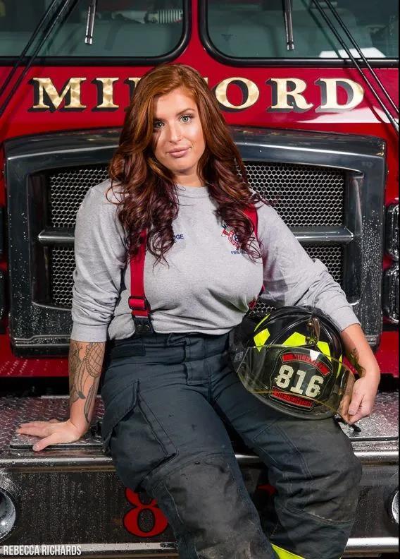 萌妹子《澳大利亚消防员日历》的图片 第31张