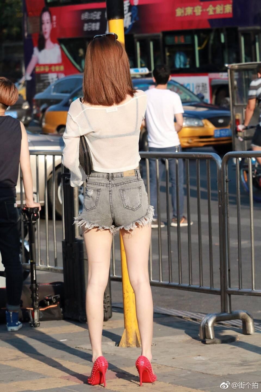 街拍腿精小姐姐 有点社会啊