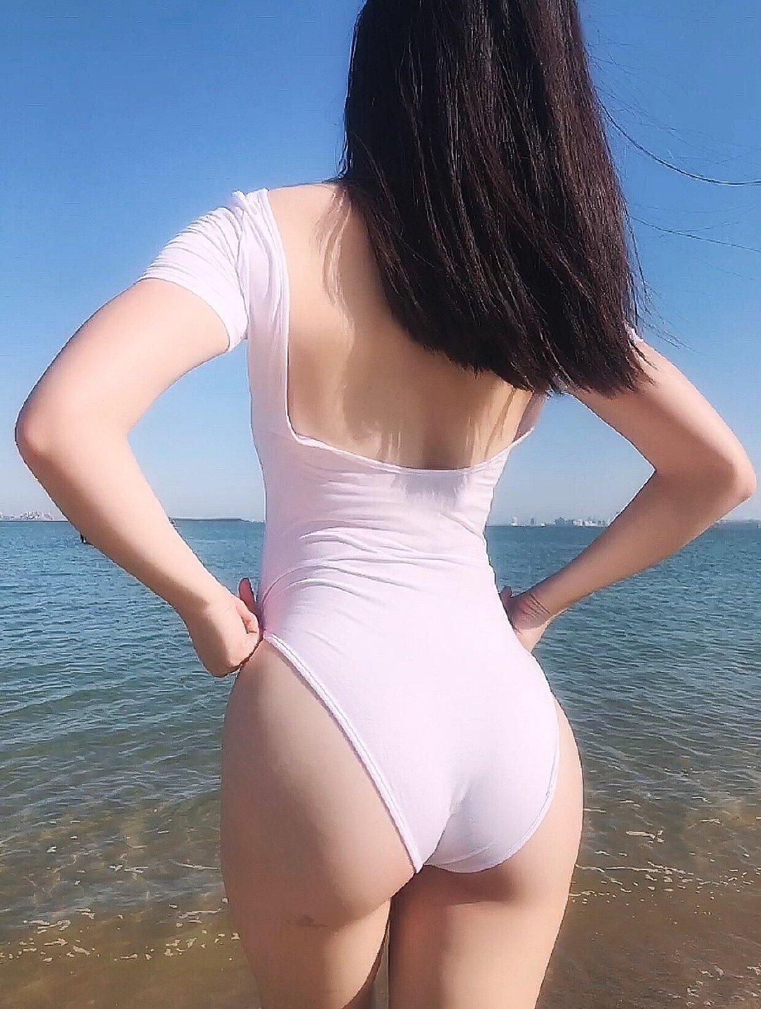去海边吹风么 妹子