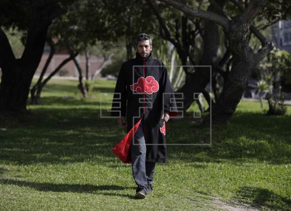 秘鲁政治家穿火影晓制服谋求阿宅选票 女政治家出明日香唱残领