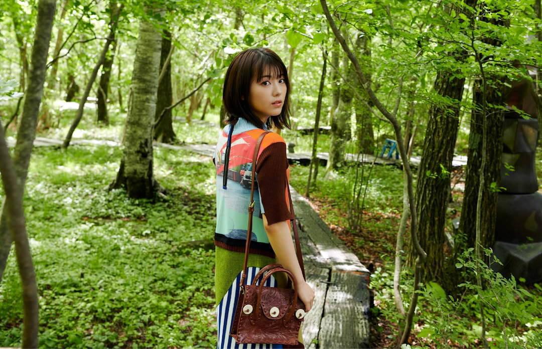《滨边美波写真集20》10月27日发售 《月刊旅色》爱犬首次亮相  高清套图 第8张