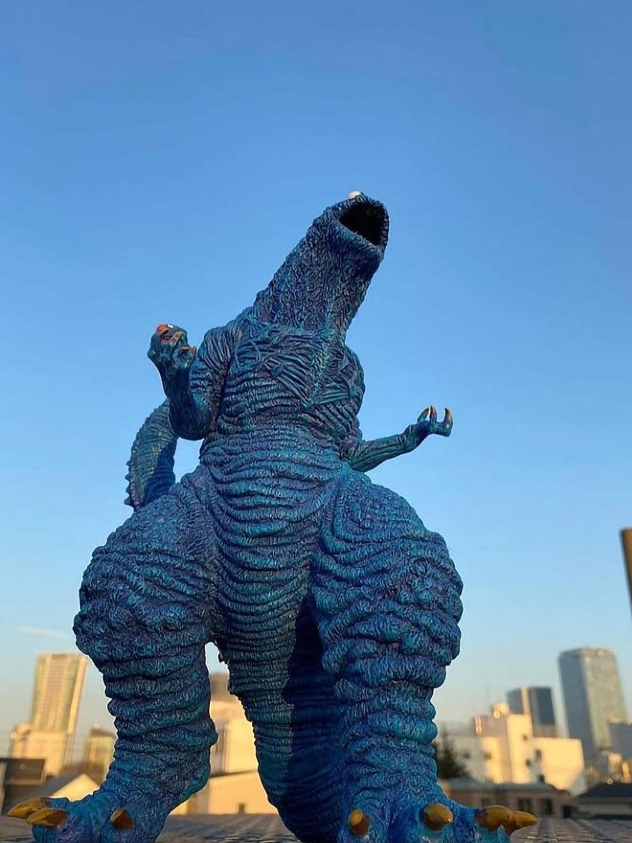 Shin-Cookiezilla-Resin-Statue-by-Gabriel-Marquez-image-5