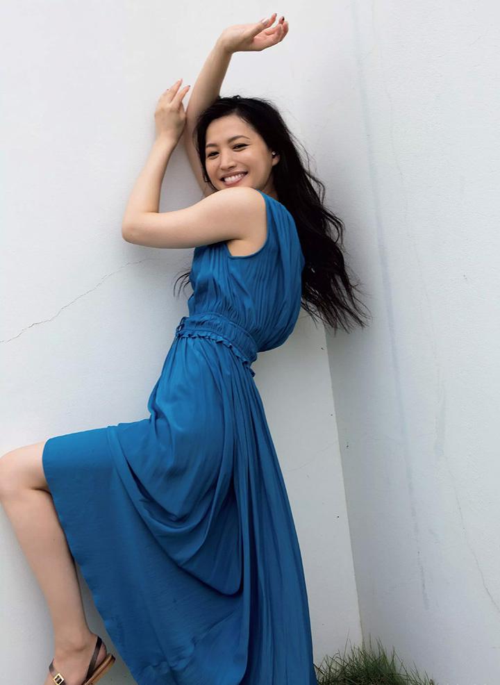 日本女星芦名星去世前拍摄优美身段写真作品作为最后悼念 (2)