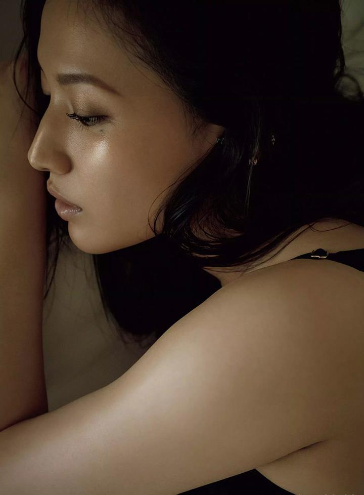 日本女星芦名星去世前拍摄优美身段写真作品作为最后悼念 (8)