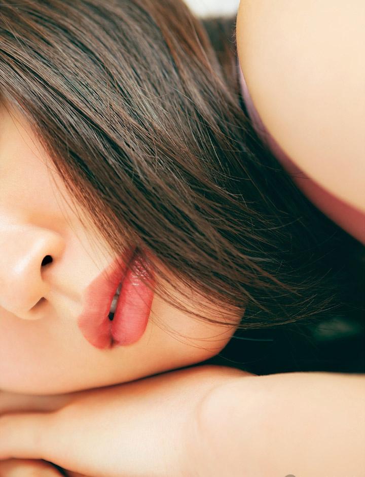 吉冈里帆不断以微性感写真作品协助宣传自己的演艺事业 (29)