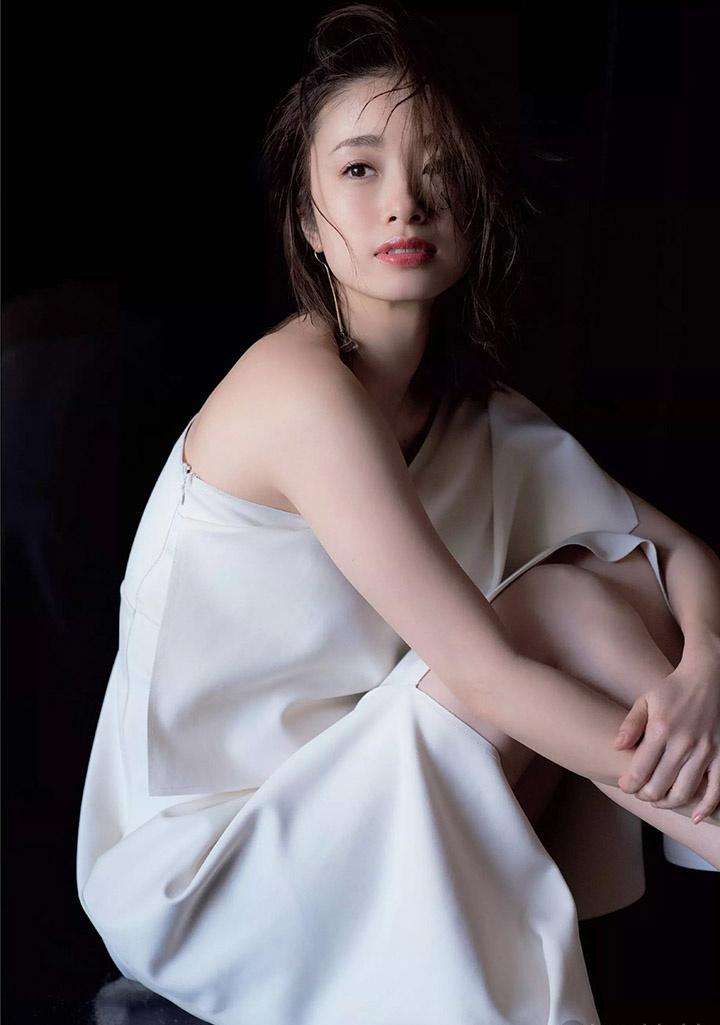 上户彩为《半泽直树2》事隔多年再战写真灿烂笑容完美身段依然 (19)