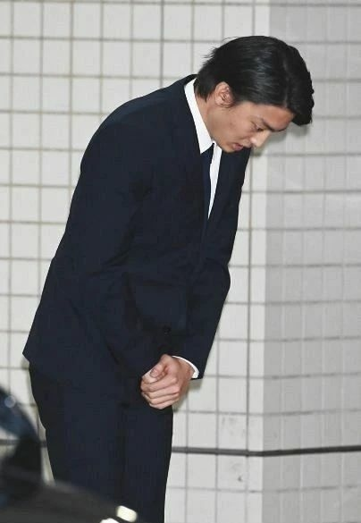 交通肇事逃逸触及法律底线的伊藤健太郎在准备复出但是网友不答应 (5)