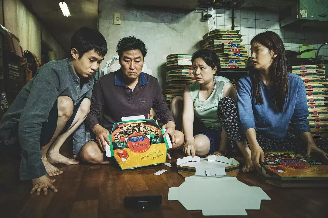 韩国电影《寄生虫》谎言说多了便会迷失自己,且会因此而失去原本就岌岌可危的尊严 (2)