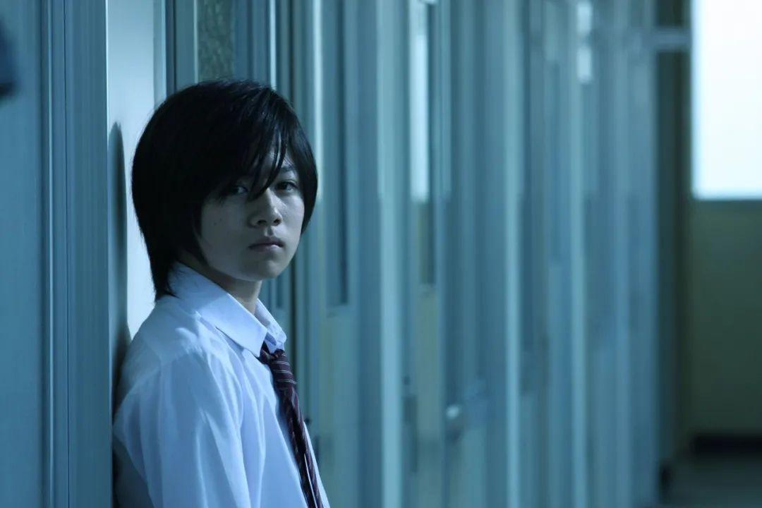 日本悬疑电影《告白》一个失去女儿的老师对凶手的杀人诛心 (7)