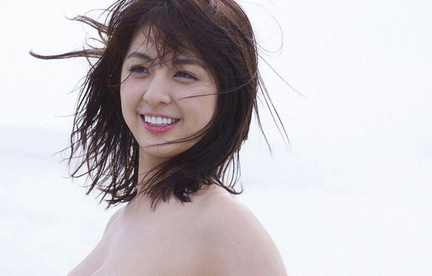 又欲又纯的封面女王柳百合菜写真作品 (21)