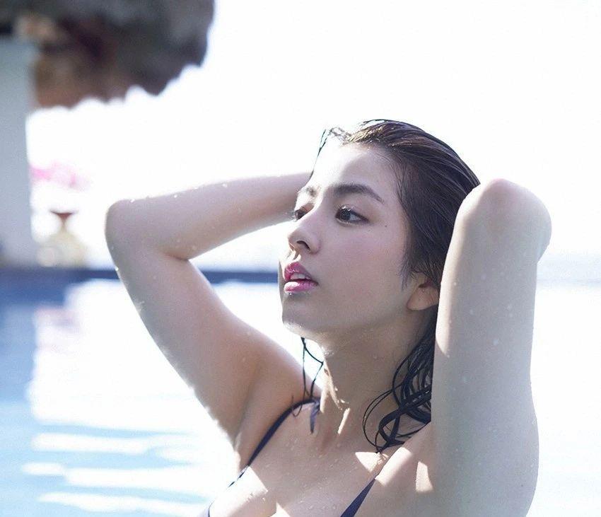 又欲又纯的封面女王柳百合菜写真作品 (26)