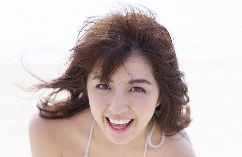 又欲又纯的封面女王柳百合菜写真作品 (28)