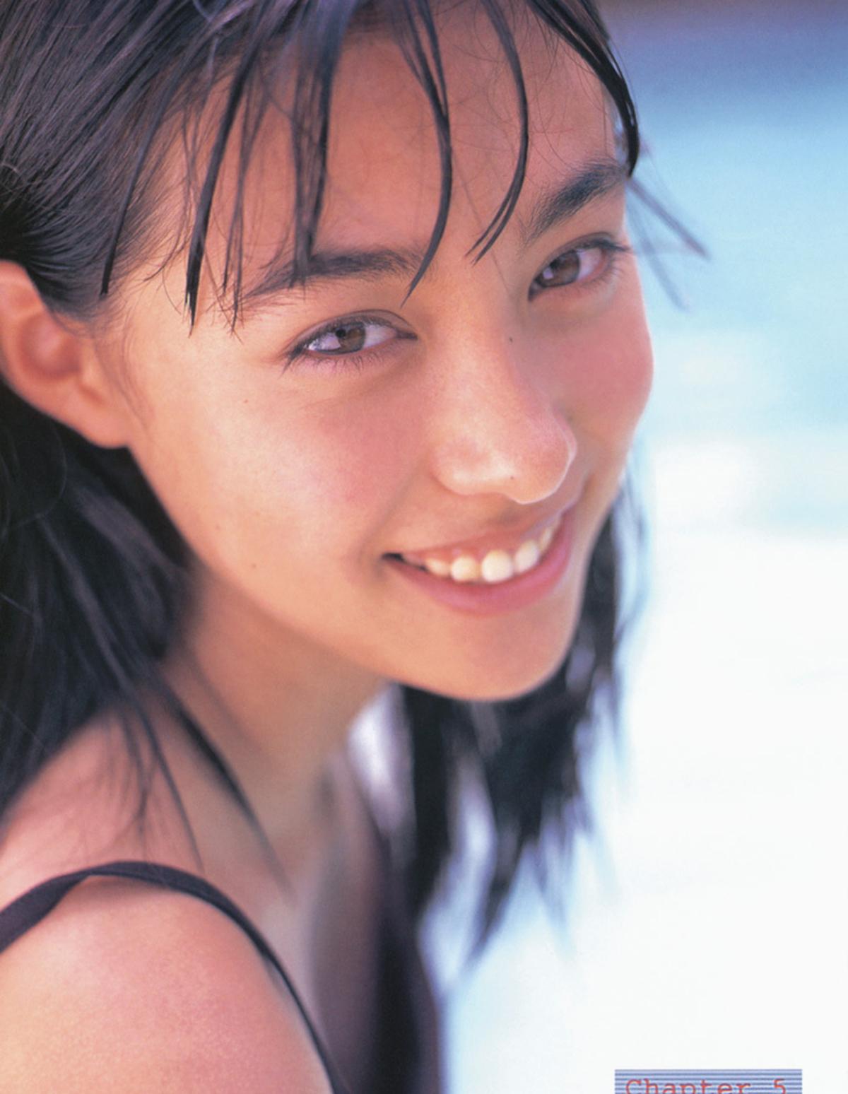 被锁在保险柜里的日本艺人吹石一惠的写真作品 (12)