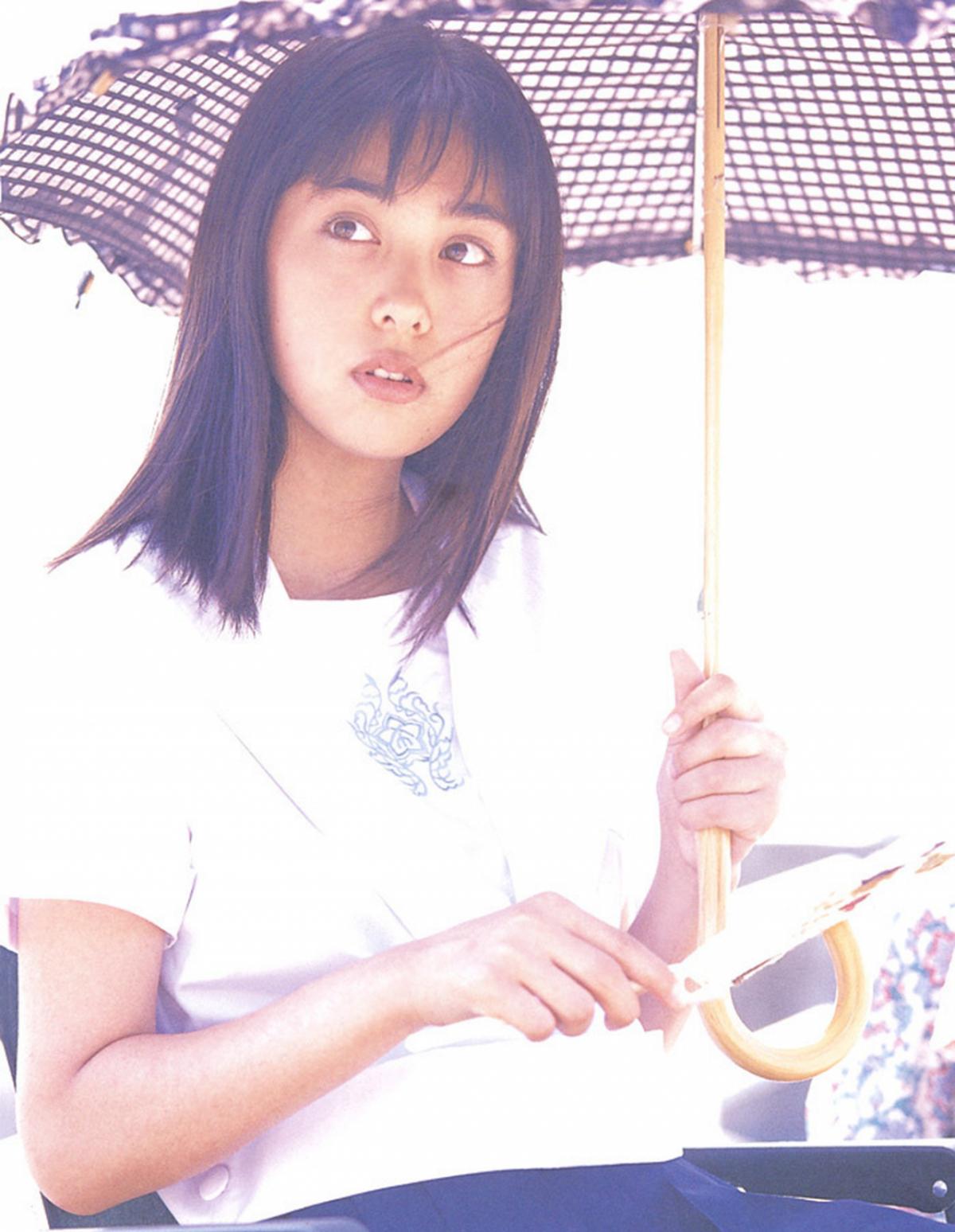 被锁在保险柜里的日本艺人吹石一惠的写真作品 (33)