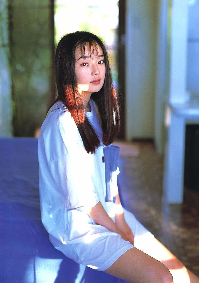 最禁欲魔性之女叶月里绪菜写真作品 (46)