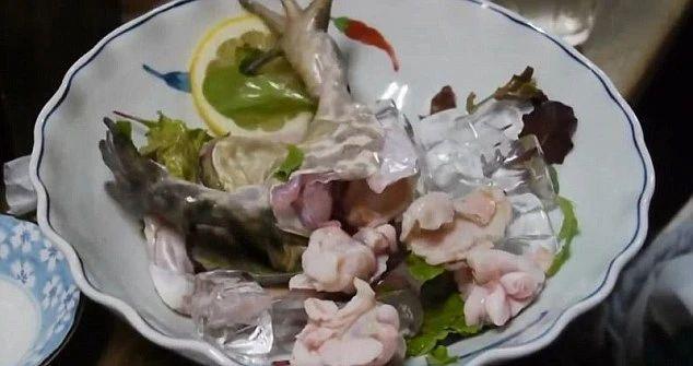 说一说日本料理中那些残忍生猛的吃法 (9)