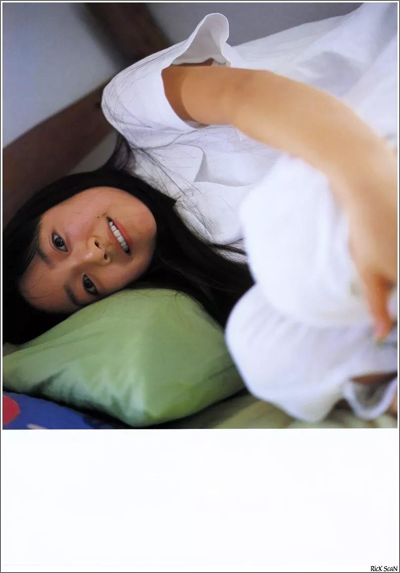 形象纯过蒸馏水的黑川智花《少女觉醒》的写真作品 (1)