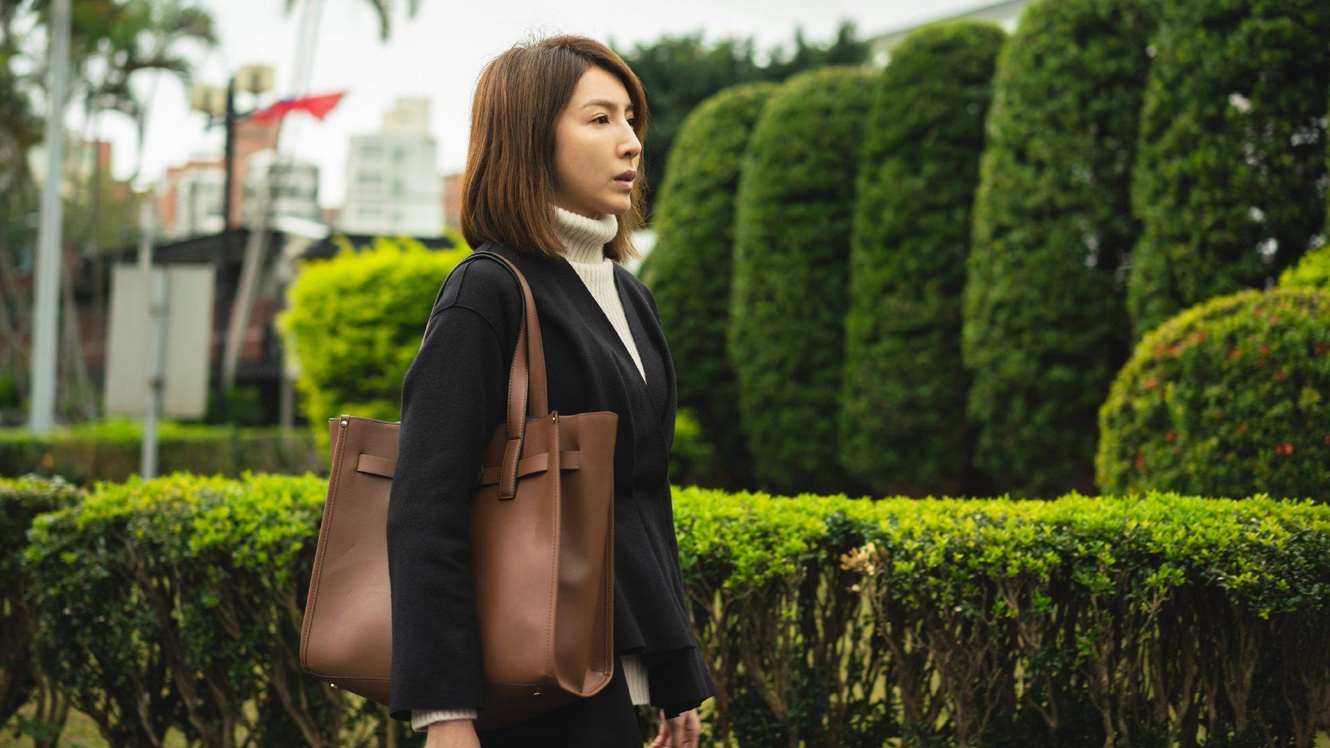 《可不可以,你也刚好喜欢我》杨谨华扮演高冷美术老师与老搭档黄健玮陷入心酸苦恋-MP4吧