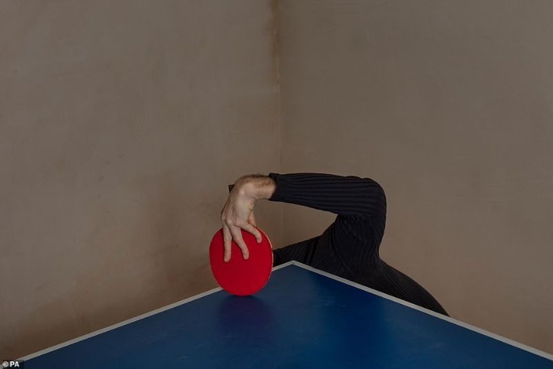 0087Izpsly4gu3c6oxnl0j30m80etglv 患有抑郁症摄影师Arseniy Neskhodimov 赢得2020惠康奖总冠军,照片集具现化患病感受