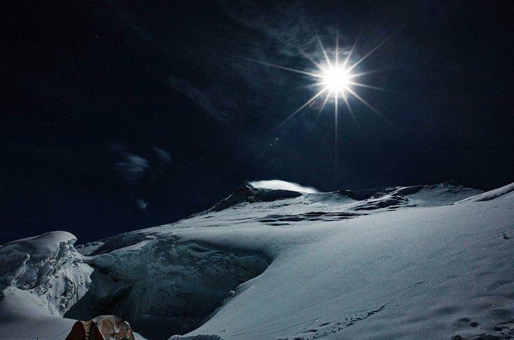 0087Izpsly4gurc5axdb4j60ku0dt75g02 明月照耀喜马拉雅山,网民:能感受空气的冷