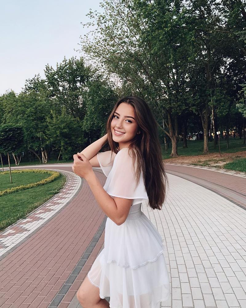 乌克兰跳远运动员 Veronika Penzareva 回眸一笑电力十足 (3)