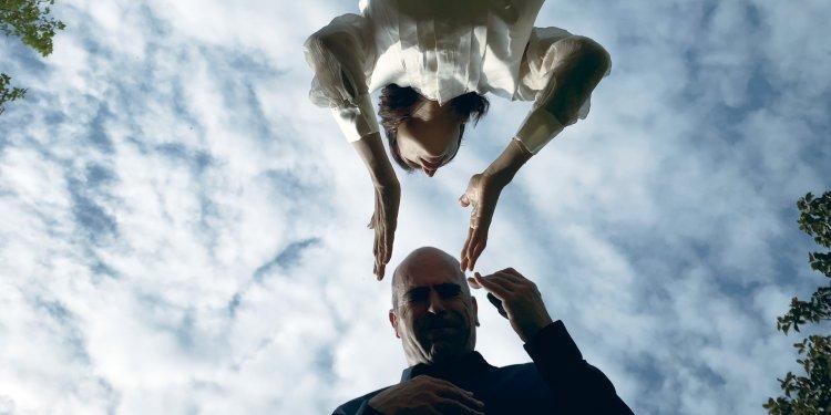 防疫封城也要拍!西班牙电影《宅在瘟疫蔓延时》影帝路易斯托萨当土财主,无情剥削〈消失的房客〉-MP4吧