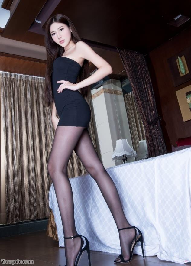 超短裙丝袜气质美女Xin黑色丝袜写真图片