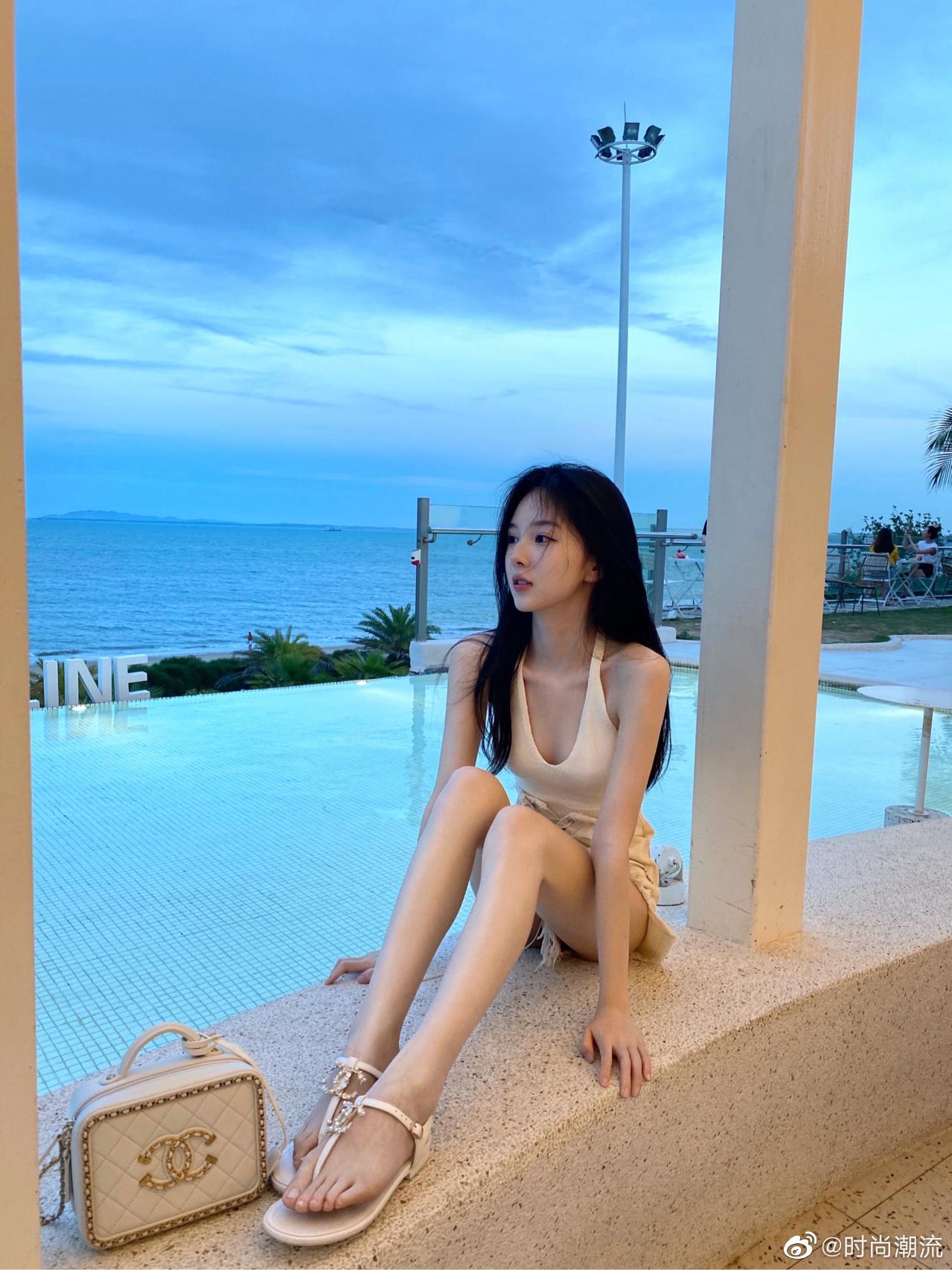 公主日记夏天海边穿搭|白色纯欲yyds...美女