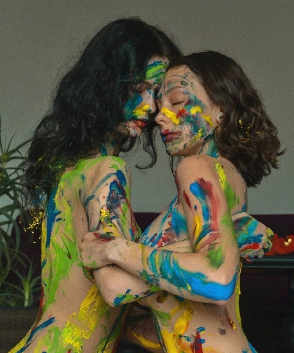 妹子跟妹子KISS是一种什么样的感觉? 第5张