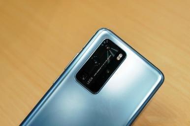 蓝色华为手机带摄像头图