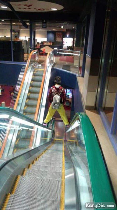 电扶梯的正确乘坐方式(伪)