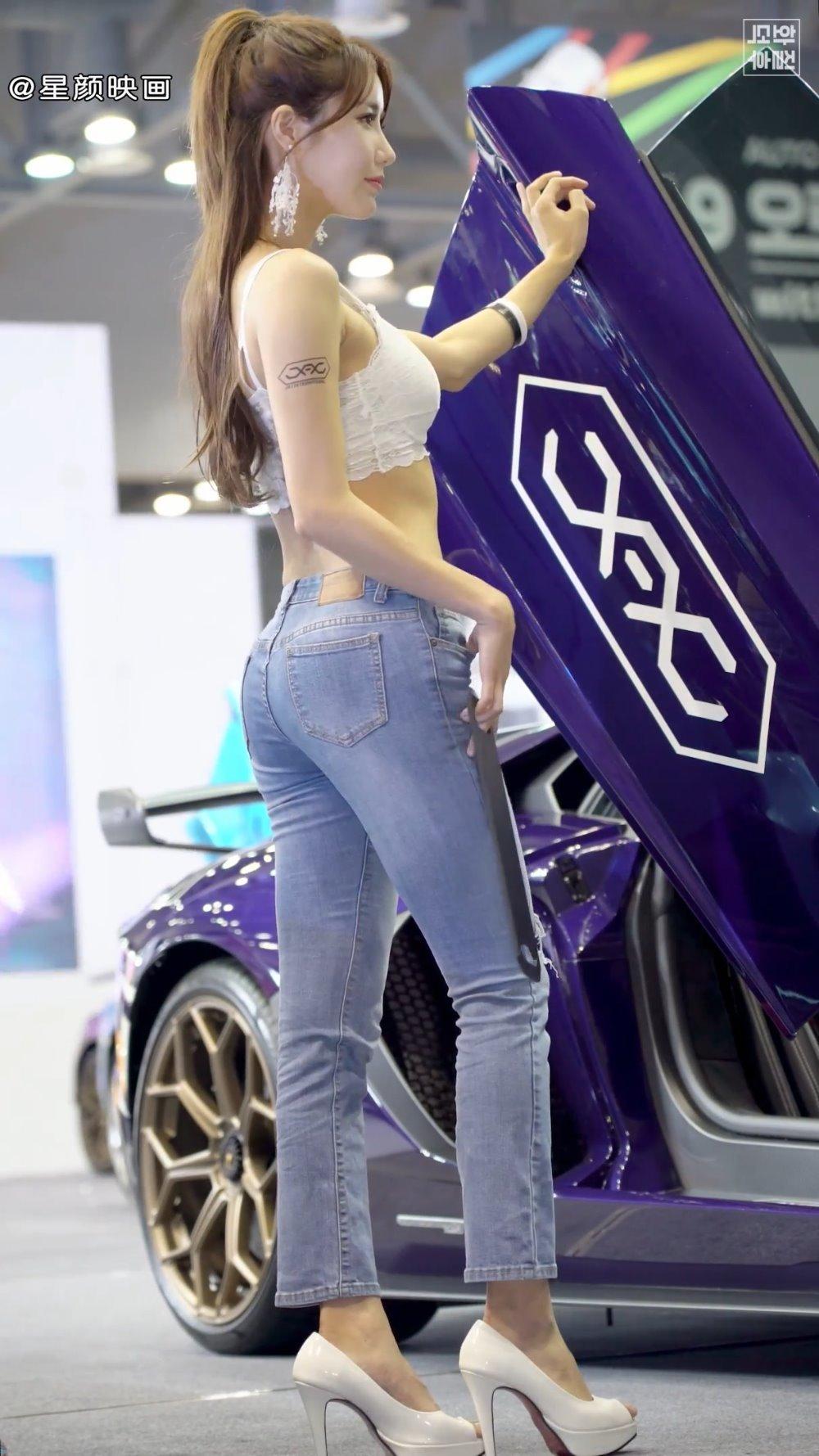 韩国顶级车模林率雅,牛仔裤小细腰,垂涎她的身材与美貌