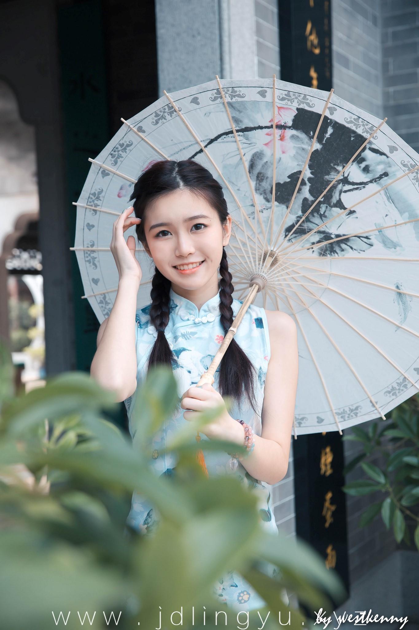 撑伞的妹子