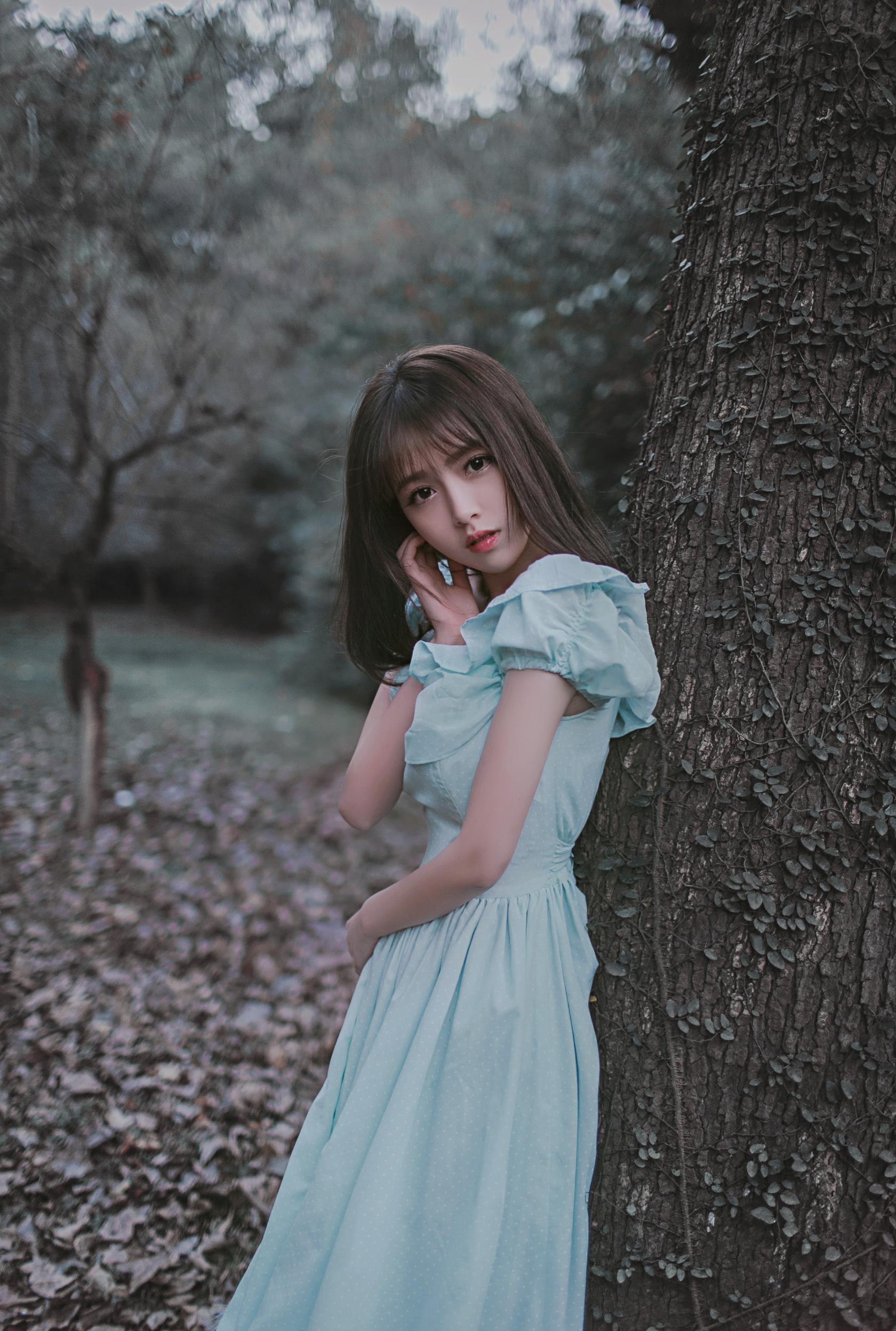 鲜花枯萎,树叶老去,而我再一次失去你。