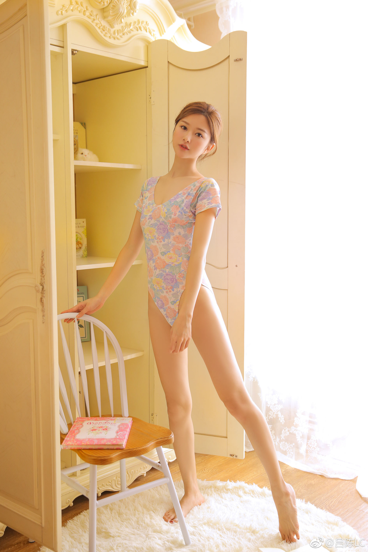 修长性感的美大腿