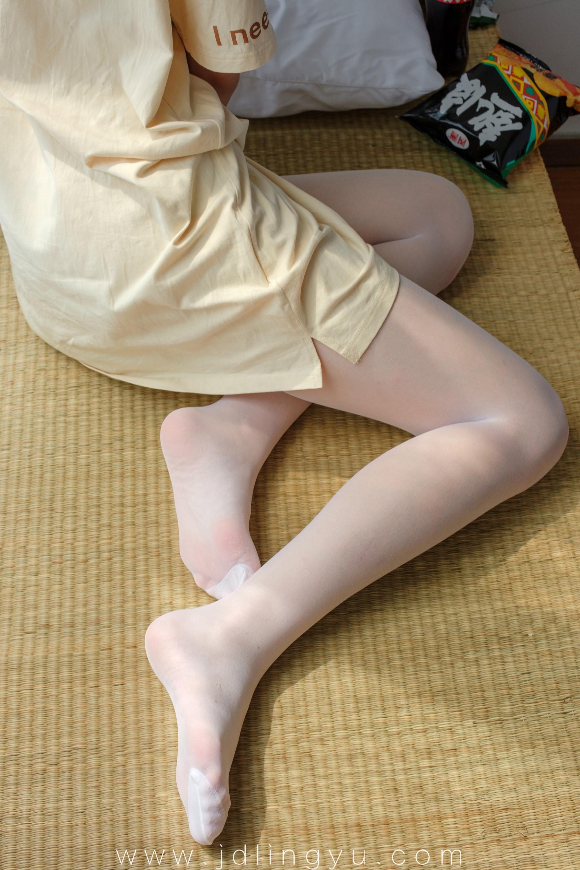 [森萝财团] SSR-010 凉席上的白丝美足少女