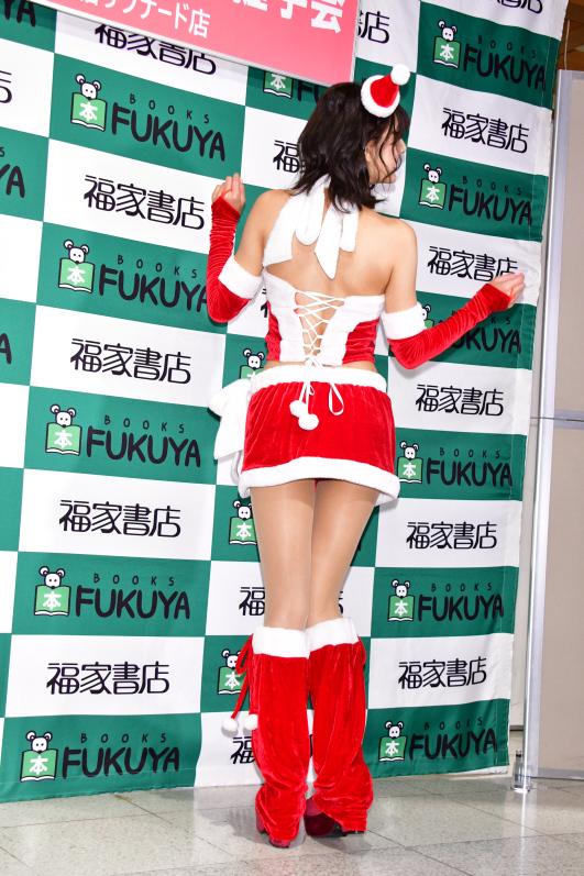 圣诞女郎《彩川ひなの》她那可爱的娃娃音让人听了好酥麻插图2