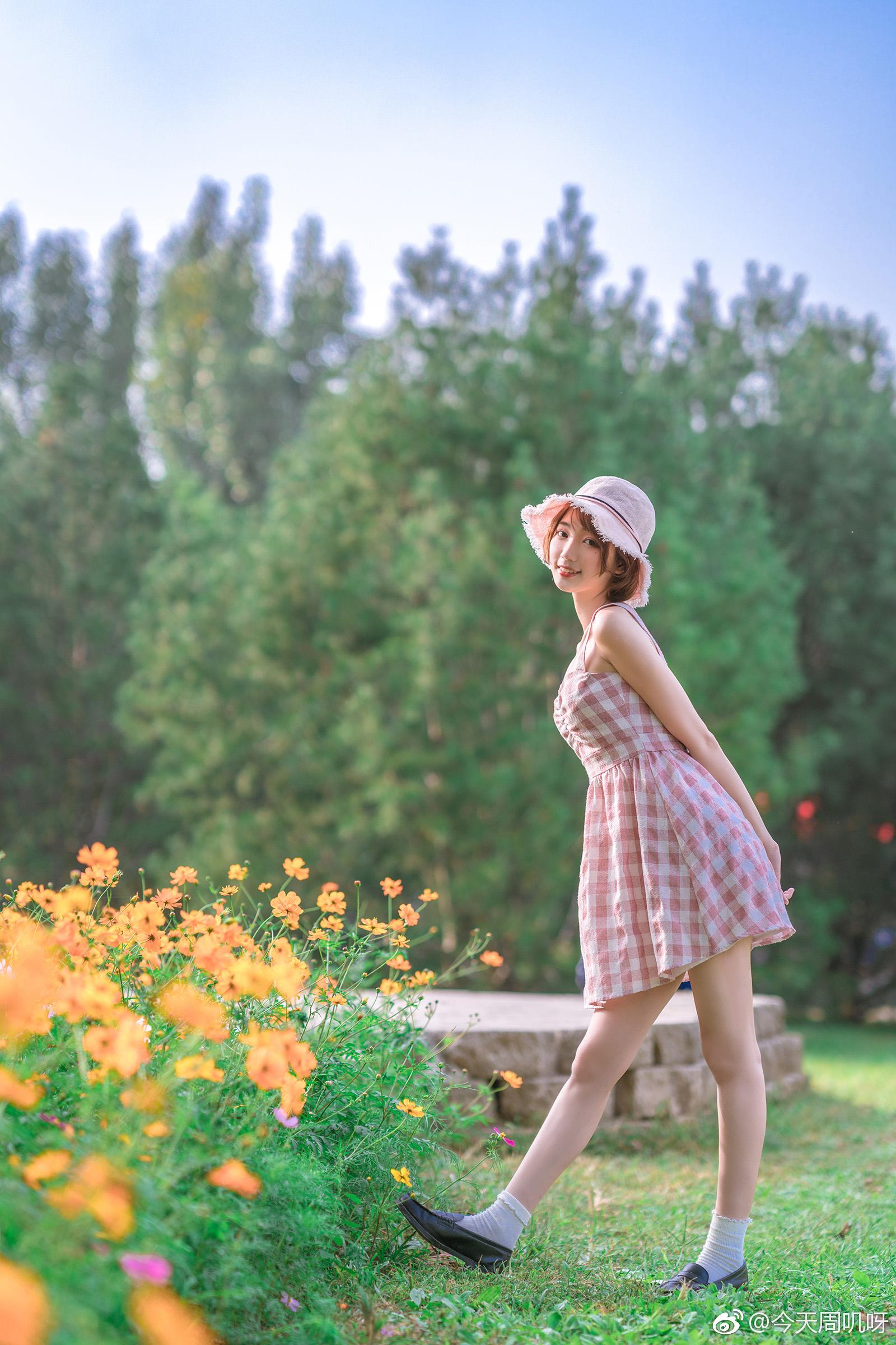 天气太好了,想拽你的衣角出门。人们看花,我看你。